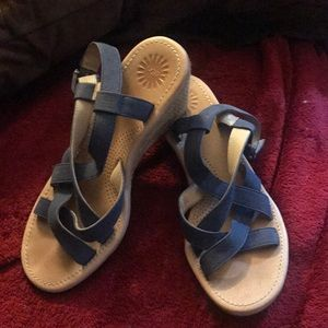 Ugg Wedge Sandals Shoes Size 7 🌼